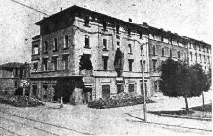 L'edificio della Bolognina colpito dalle artiglierie tedesche