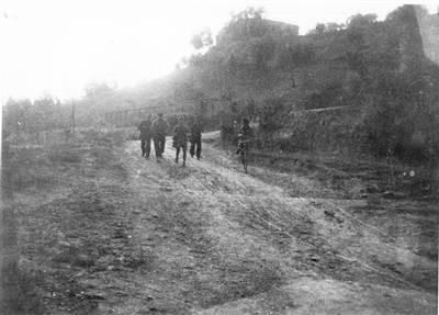 36a Brigata Garibaldi Bianconcini. Appennino bolognese. Una pattuglia di partigiani del secondo battaglione in località Cavina. Fondo Luigi Arbizzani-Istituto Parri BO.