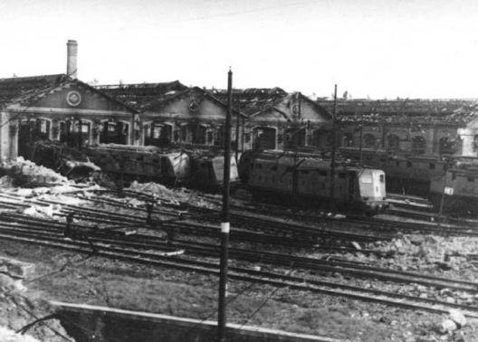 Danni dei bombardamenti alla stazione, zona Casaralta.