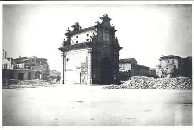 Danni dei bombardamenti a Porta Lame.