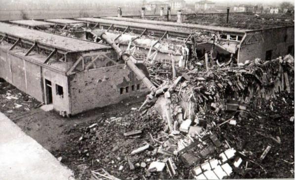 Gli stabilimenti Ducati distrutti.