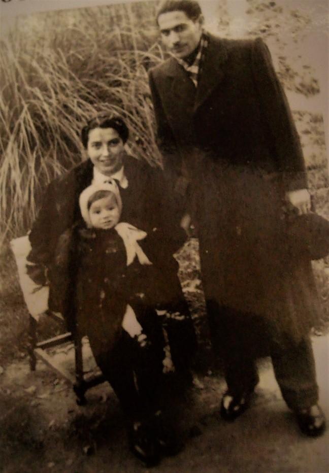 """Il Professor Bagattoni con la moglie e un figlio.In """"Il Professor Salvatore Bagattoni, mio padre, martire del nazismo"""" di Pier Giorgio Bagattoni, Nanni editore."""