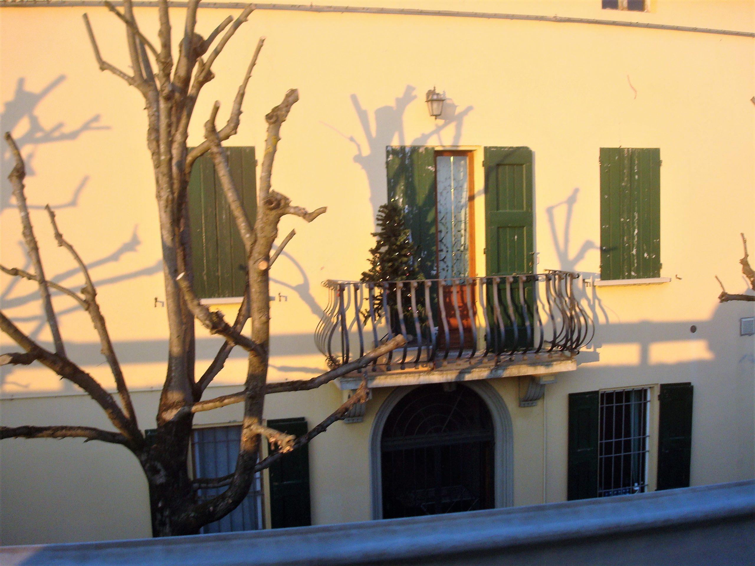 La facciata di quella che è stata villa Avoni oggi,