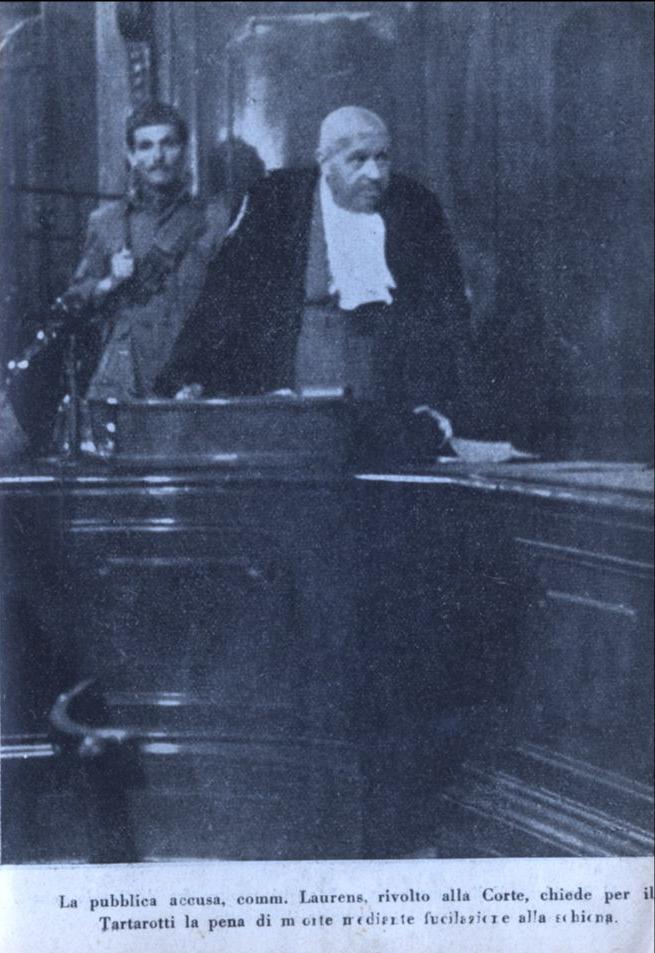 Immagini del processo a Tartarotti. La pubblica accuda, comm. Laurens che chiede alla Corte la pena di morte per Tartarotti.
