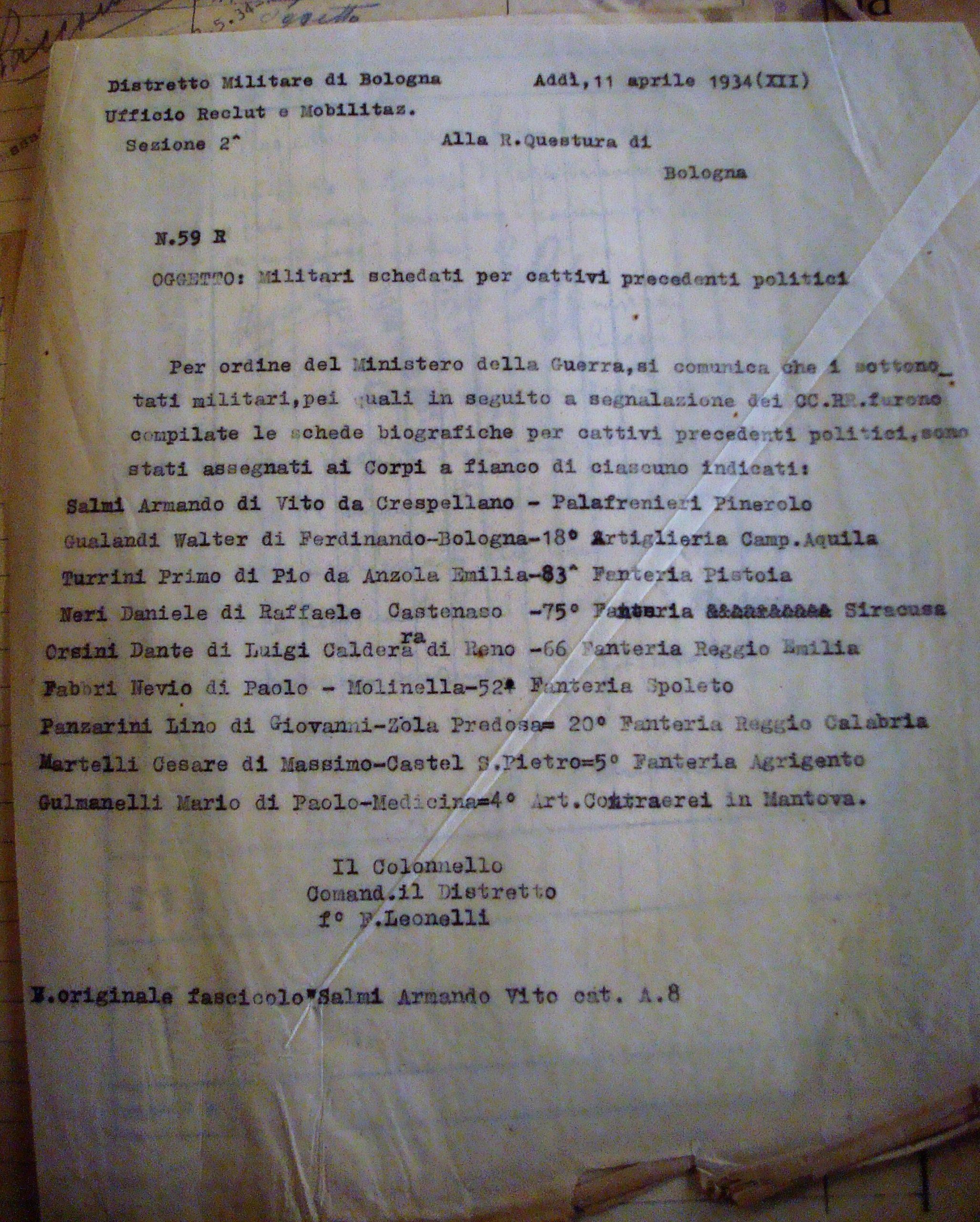 La comunicazione del Distretto Militare di Bologna alla Questura sul servizio militare di Lino Panzarini e gli altri otto militari schedati per motivi politici. Archivio di Stato di Bologna.
