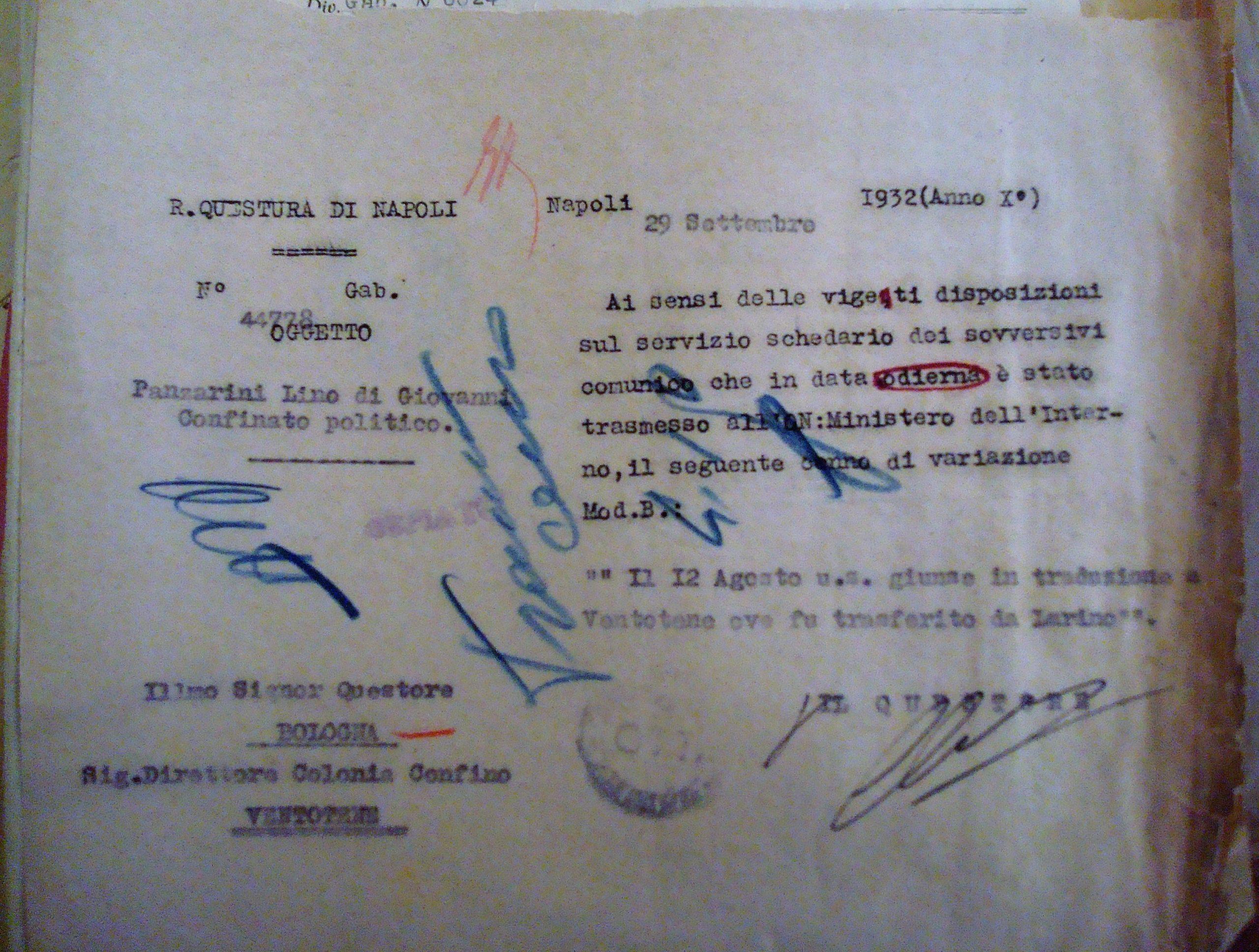 L'avviso per il fascicolo personale di Panzarini Lino del suo trasferimento da Larino a Ventotene, della questura di Napoli, 29 settembre 1932.Archivio di Stato di Bologna.