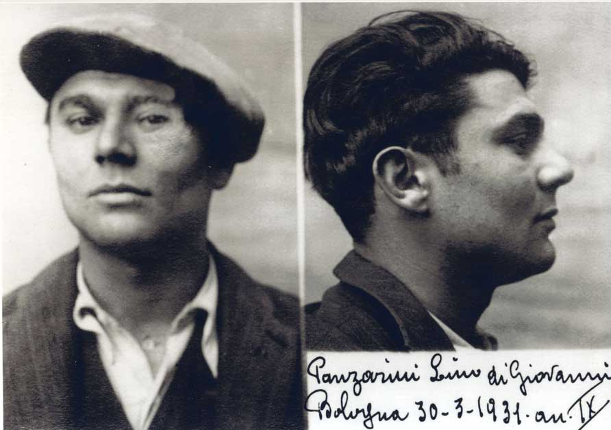 La foto segnaletica della questura di Lino Panzarini nel fascicolo personale. Archivio di Stato di Bologna.